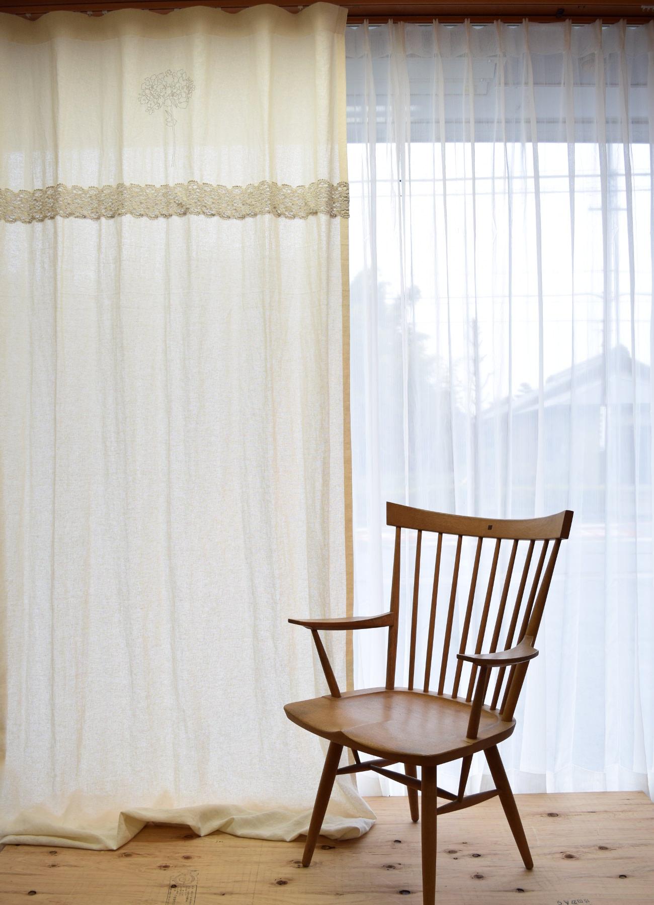 無垢の住宅に合うトーションレース付きカーテンD