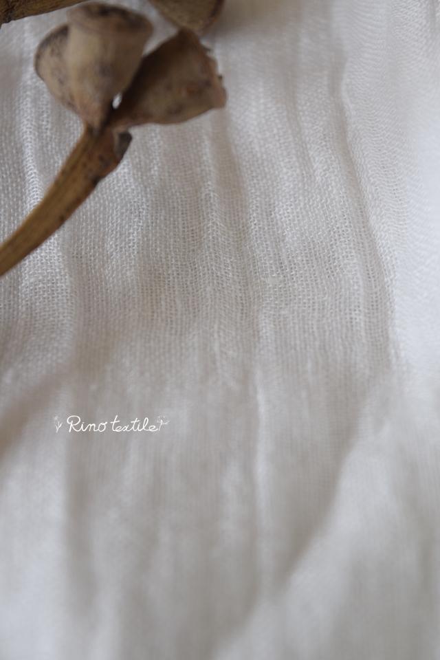 白いリネンカーテン